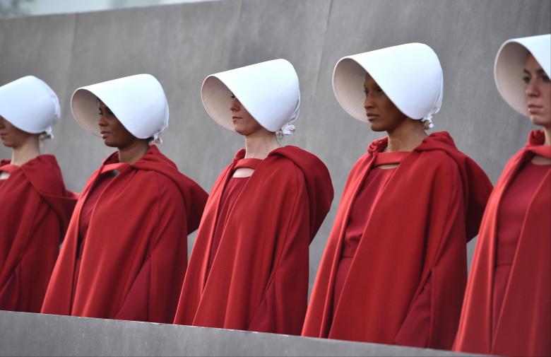 https://www.indiewire.com/2018/09/brett-kavanaugh-supreme-court-handmaids-tale-protest-1202000544/