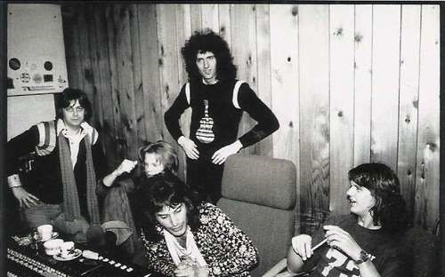 1975-In-the-Studio-queen-14292924-500-335
