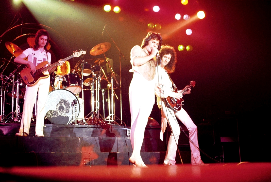 a-day-at-the-races-tour-live-show-queen