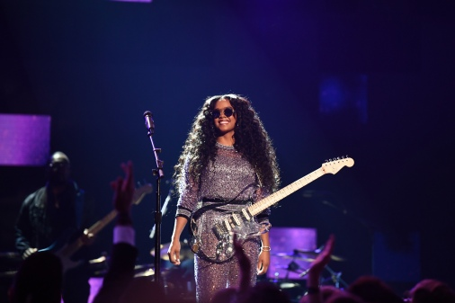 HER-Grammys-performance-2019-1549853268.jpg