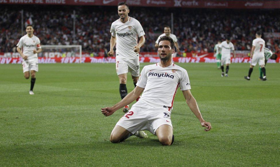 Vázquez celebrando su gol ante el Betis.